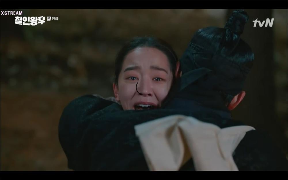 'Mr. Queen' tập 19: Na In Woo chết thảm vì cứu Shin Hye Sun, Kim Jung Hyun trở về Ảnh 27