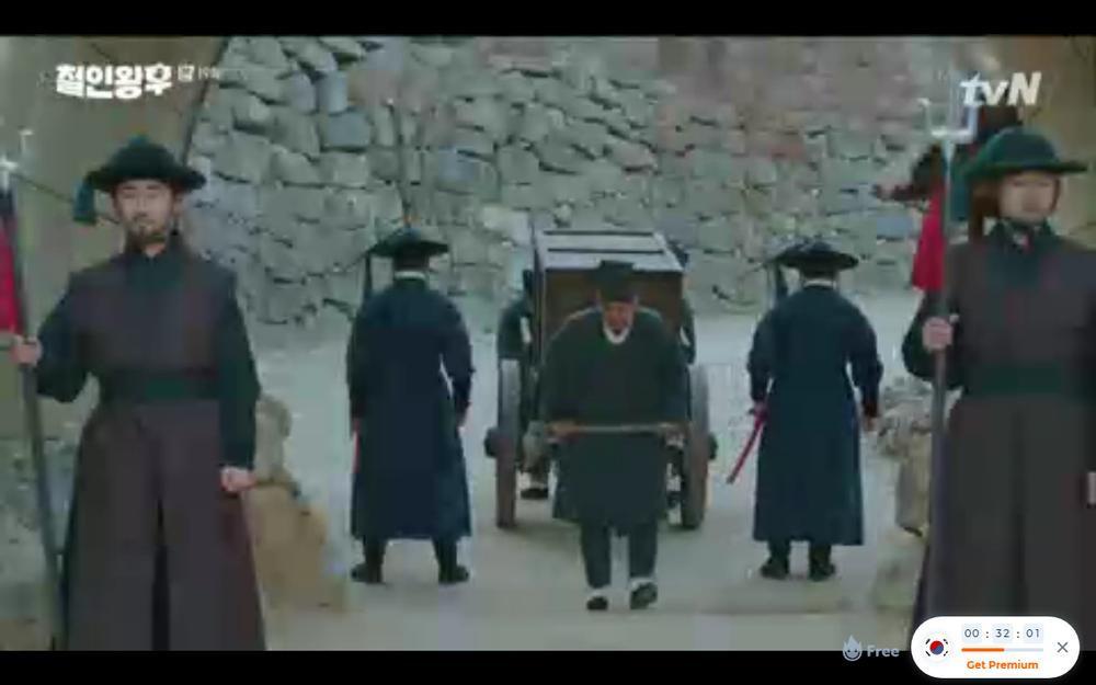 'Mr. Queen' tập 19: Na In Woo chết thảm vì cứu Shin Hye Sun, Kim Jung Hyun trở về Ảnh 40