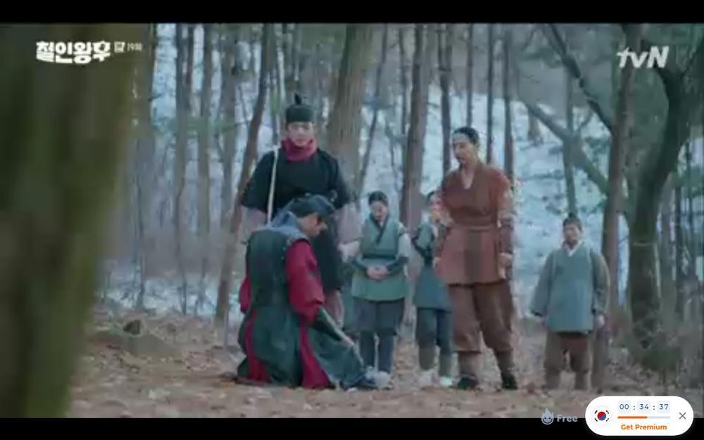 'Mr. Queen' tập 19: Na In Woo chết thảm vì cứu Shin Hye Sun, Kim Jung Hyun trở về Ảnh 41