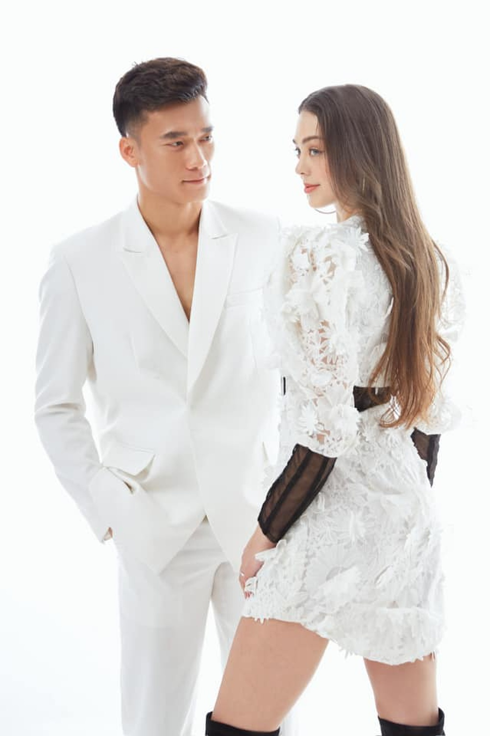 Nhân dịp Valentine, Bùi Tiến Dũng đăng bộ ảnh 'cực tình' bên bạn gái Tây khiến dân tình xuýt xoa Ảnh 3