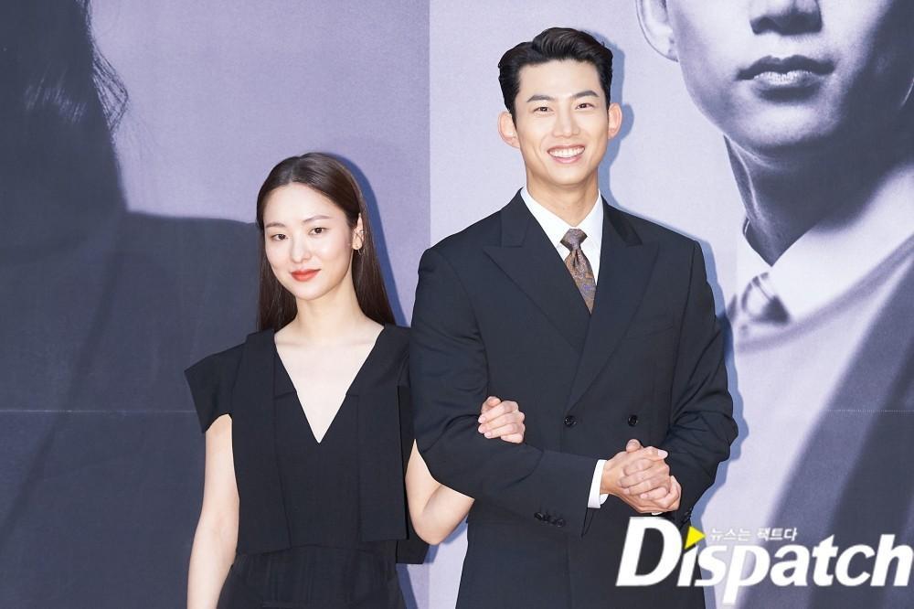 'Tình mới' không dám skinship với Song Joong Ki, rạng rỡ khoác tay Ok Taecyeon tại họp báo 'Vincenzo' Ảnh 5