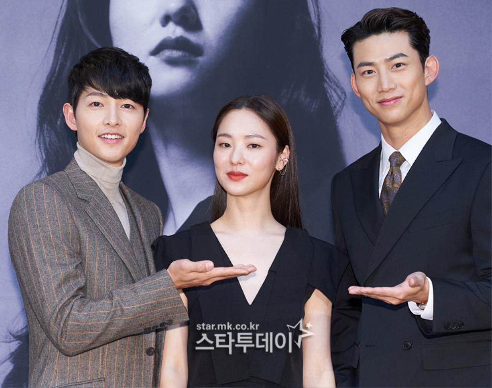 'Tình mới' không dám skinship với Song Joong Ki, rạng rỡ khoác tay Ok Taecyeon tại họp báo 'Vincenzo' Ảnh 1