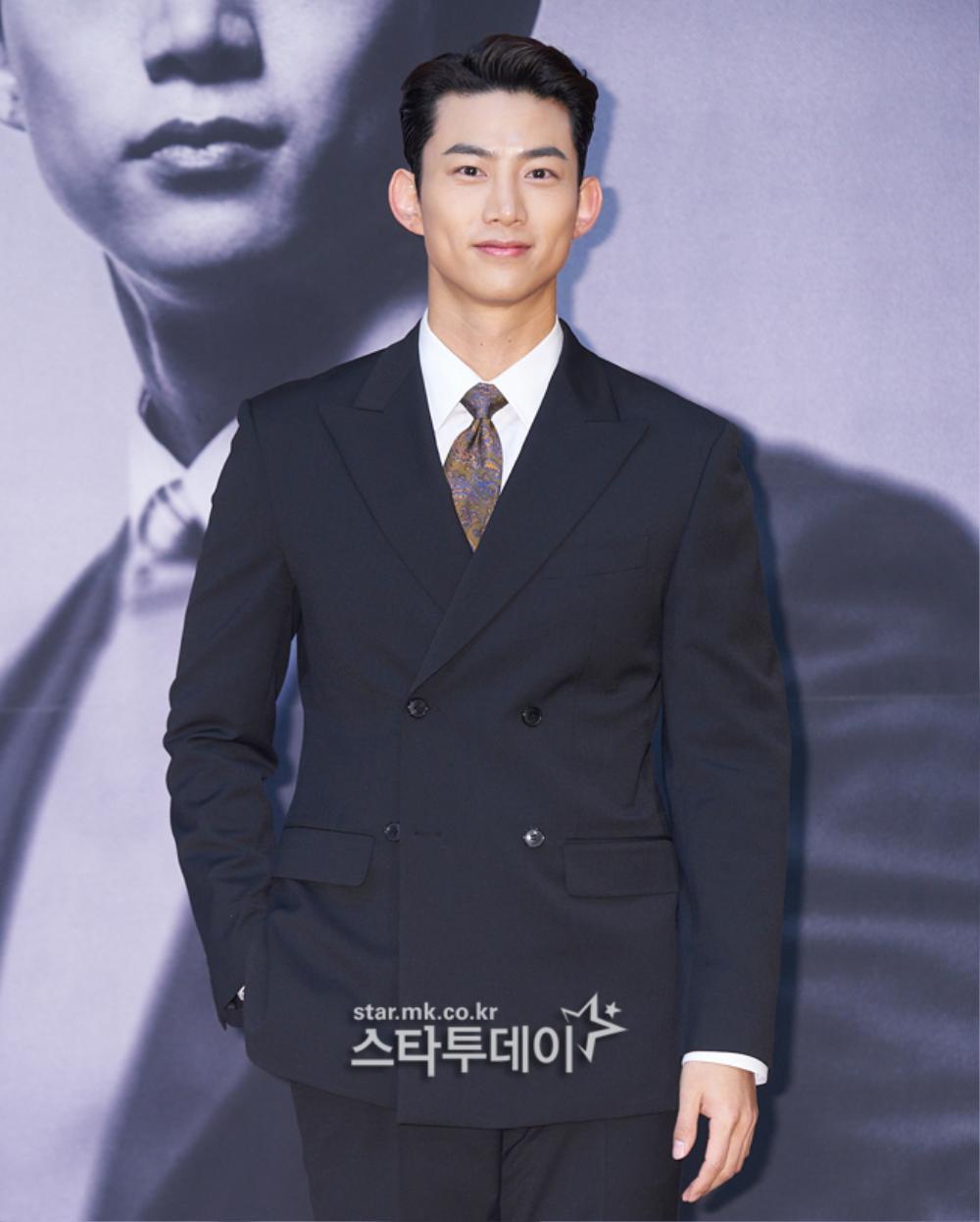 'Tình mới' không dám skinship với Song Joong Ki, rạng rỡ khoác tay Ok Taecyeon tại họp báo 'Vincenzo' Ảnh 10