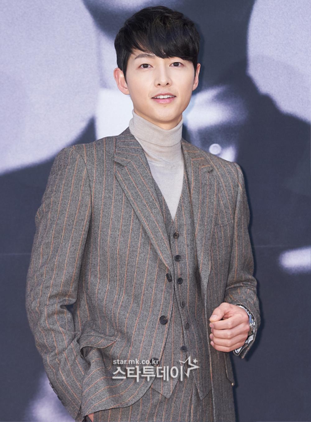 'Tình mới' không dám skinship với Song Joong Ki, rạng rỡ khoác tay Ok Taecyeon tại họp báo 'Vincenzo' Ảnh 8