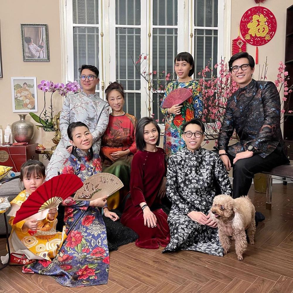 Không đẹp riêng mình, dàn mỹ nhân Việt còn ăn diện đồng điệu với gia đình ngày Tết Ảnh 6