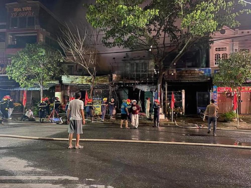 Phá cửa giải cứu thành công 6 người trong vụ hỏa hoạn rạng sáng mùng 4 Tết ở Quảng Nam Ảnh 1