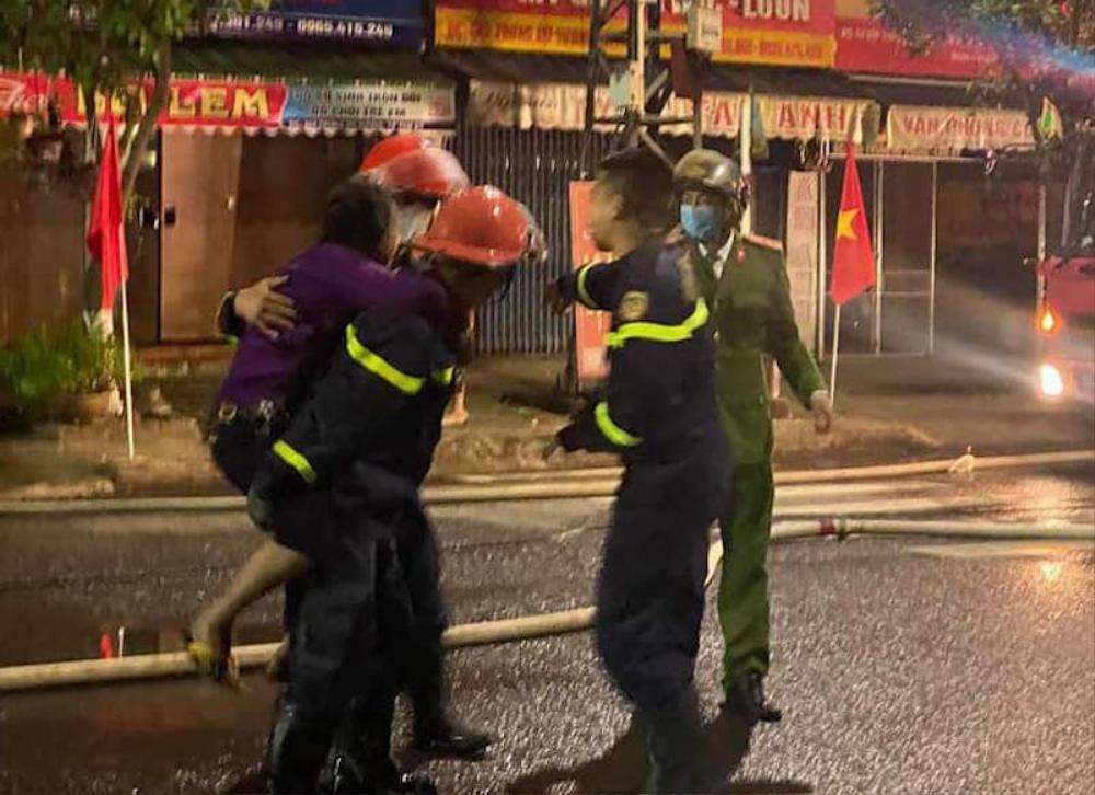 Phá cửa giải cứu thành công 6 người trong vụ hỏa hoạn rạng sáng mùng 4 Tết ở Quảng Nam Ảnh 2