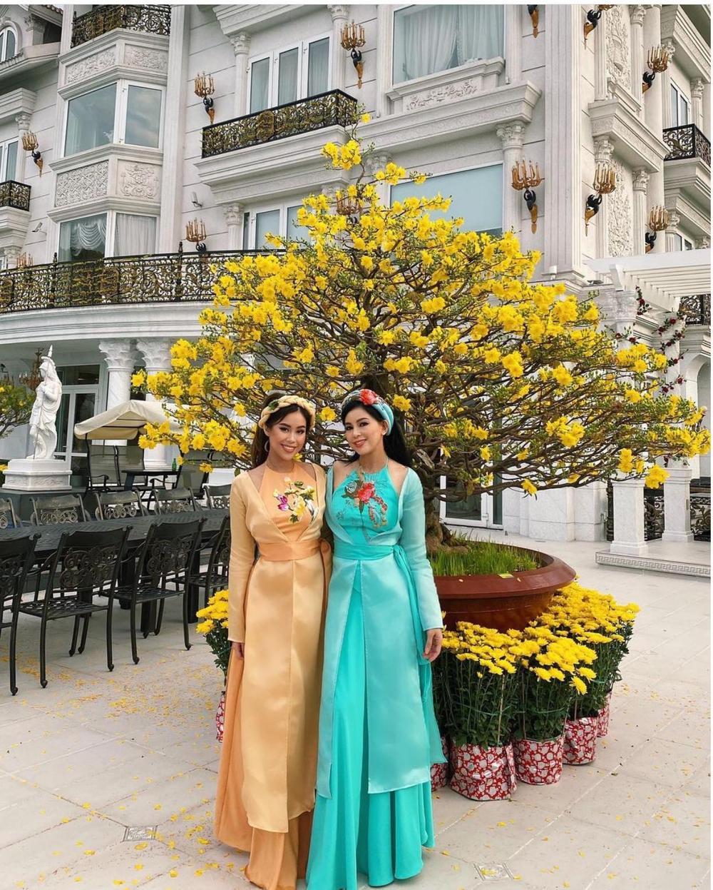 Em chồng Hà Tăng diện áo bà ba, áo tứ thân rực sắc màu trong suốt ngày Tết Ảnh 4