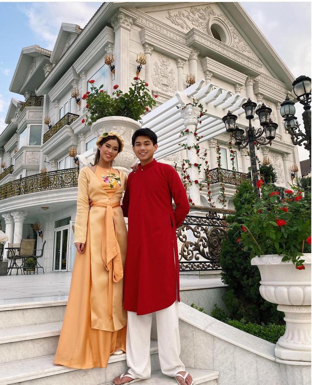 Em chồng Hà Tăng diện áo bà ba, áo tứ thân rực sắc màu trong suốt ngày Tết Ảnh 5