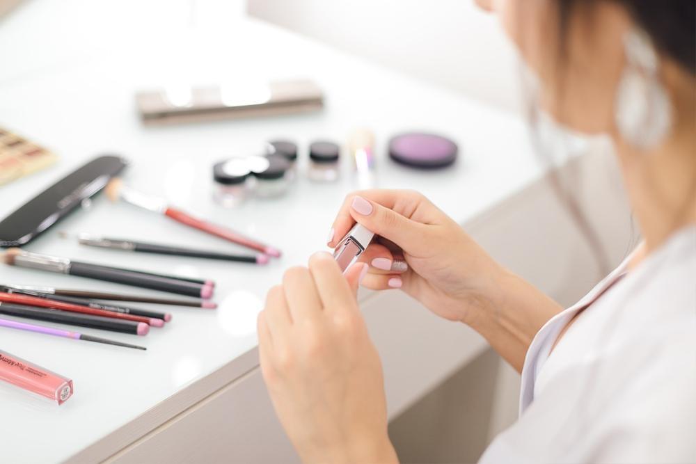 Làm thế nào để chăm sóc da với mỹ phẩm trang điểm? Ảnh 2