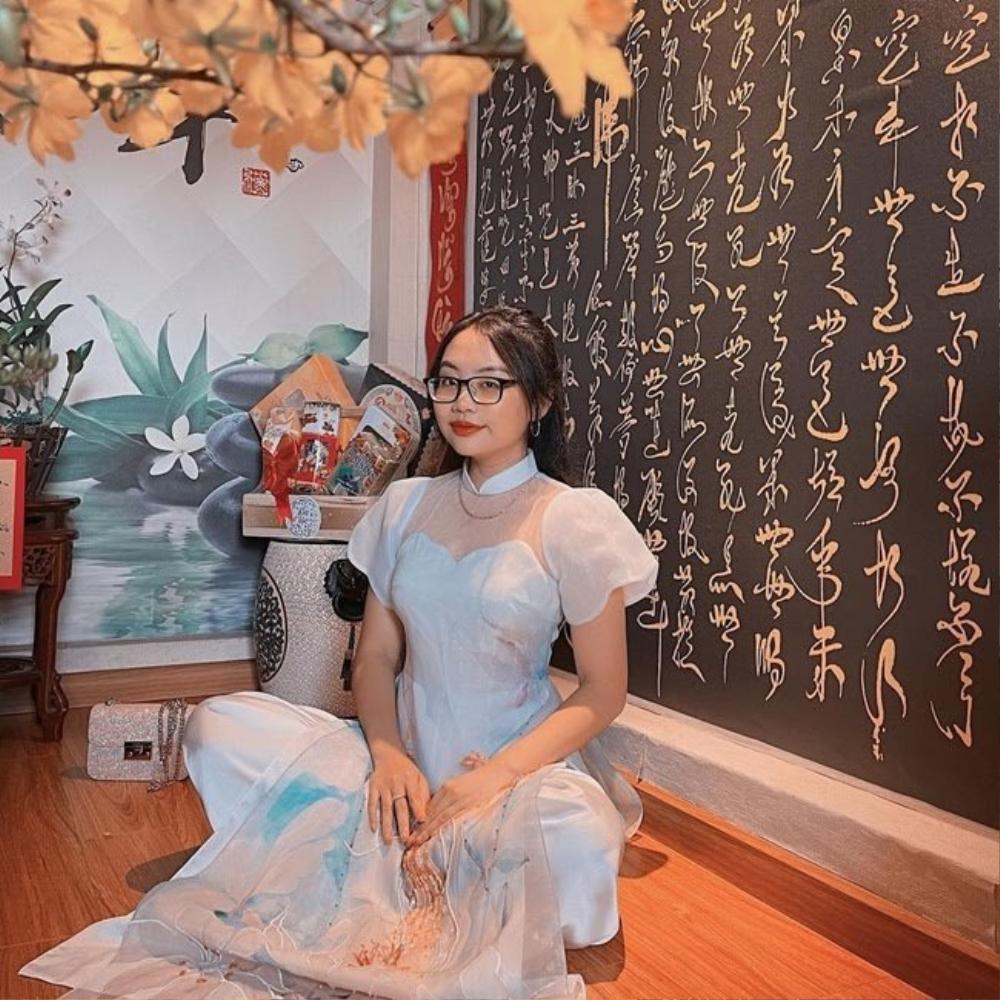 Chi Pu, Sun Ht bị dân mạng 'ném đá' mặc đồ hở hang, ngắn cũn đi lễ đầu năm Ảnh 10