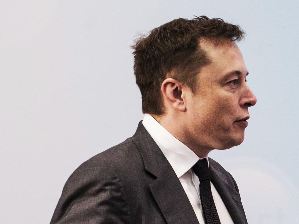 Cổ phiếu Tesla tuột dốc, Elon Musk mất ngôi người giàu nhất thế giới Ảnh 2