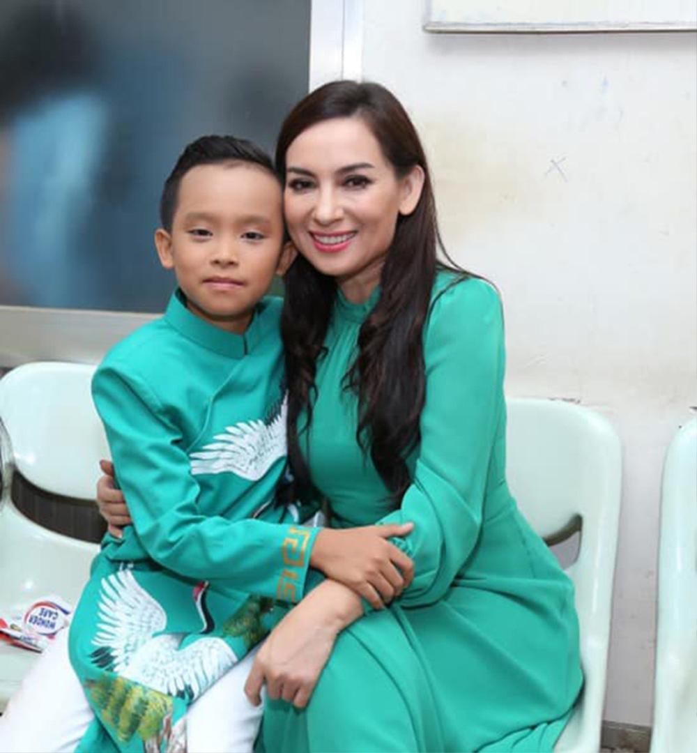 Hồ Văn Cường đã có thay đổi tích cực sau khi bị mẹ nuôi Phi Nhung đăng đàn tỏ thái độ không hài lòng Ảnh 3