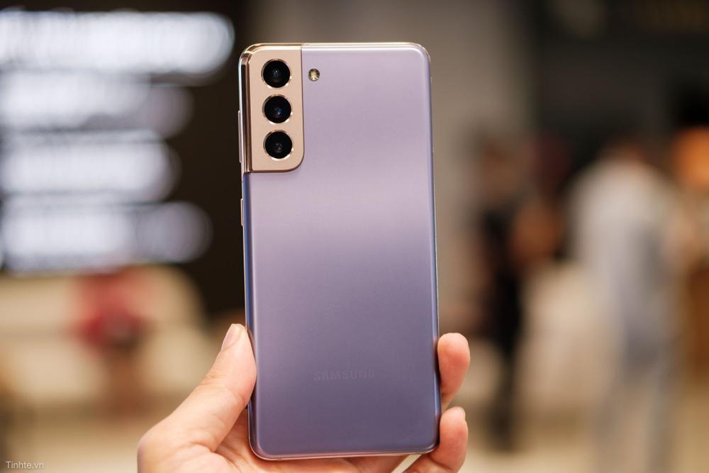 4 smartphone màu đẹp, dáng lạ đang bán tại Việt Nam Ảnh 1