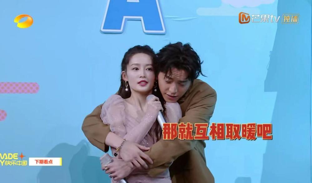 Vương Đại Lục lên tiếng giải thích với động tác ôm chằm, 'sờ mó' Lý Thấm Ảnh 5