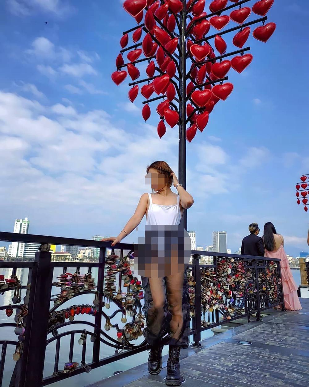 Cô gái 'nghiện thả rông' vòng 1 gây bức xúc khi tiếp tục diện quần áo xuyên thấu tại chùa Cầu Ảnh 6
