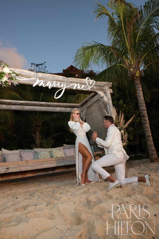 Paris Hilton khoe nhẫn đính hôn trị giá triệu USD Ảnh 2