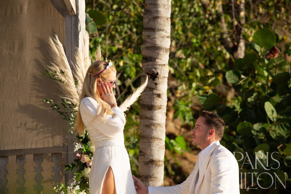 Paris Hilton khoe nhẫn đính hôn trị giá triệu USD Ảnh 3