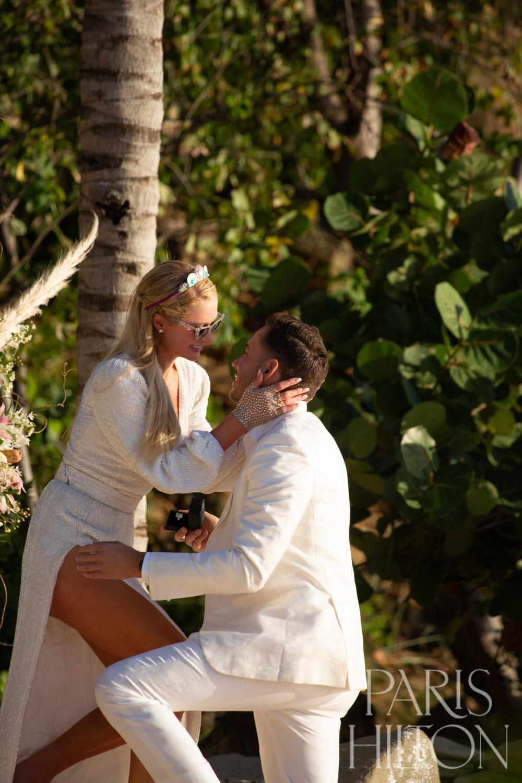 Paris Hilton khoe nhẫn đính hôn trị giá triệu USD Ảnh 4