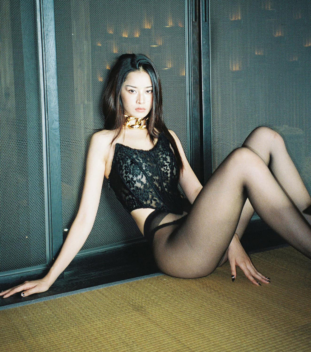 Ngọc Trinh, Chi Pu xứng danh chị em thân thiết, đua nhau chọn style 'gái hư' Ảnh 6