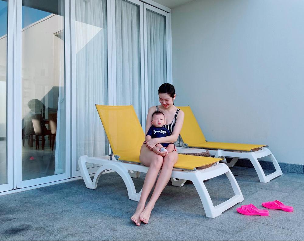 Thúy Vân diện áo tắm, khoe khéo body nuột nà sau 3 tháng sinh con khiến fan 'dậy sóng' Ảnh 1