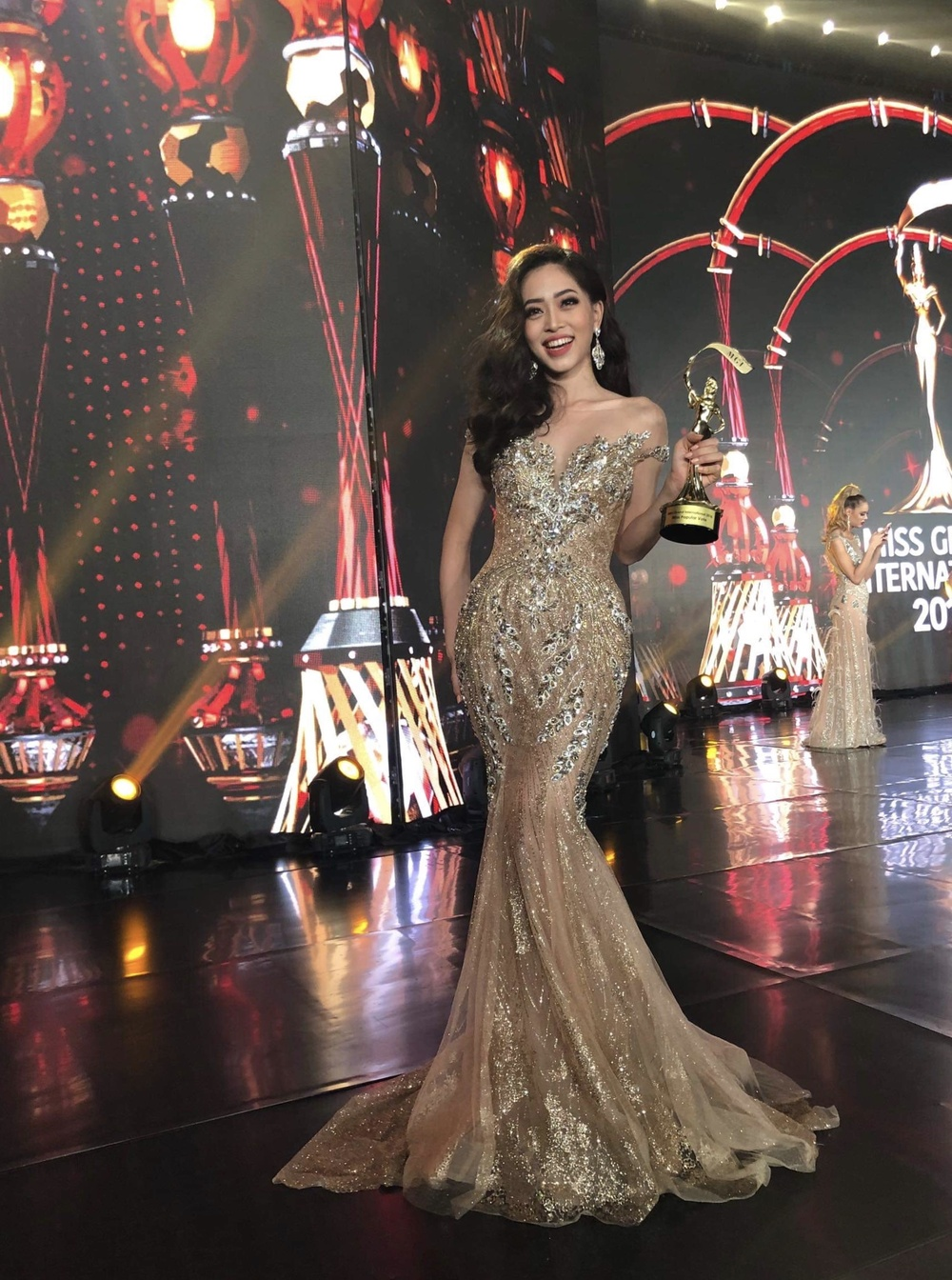 Bậc tiền nhân tiết lộ gam màu 'tạo hích' cho Ngọc Thảo ở Miss Grand International 2021 Ảnh 4