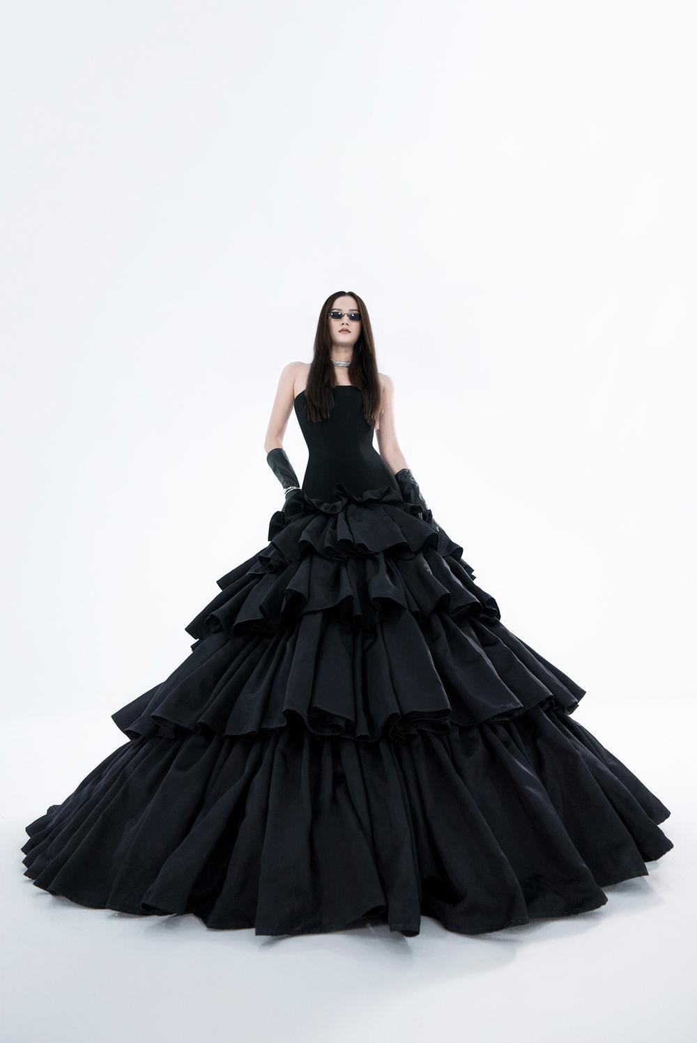 NTK Trần Hùng ra mắt BST tại London Fashion Week, chỉ dùng một người mẫu duy nhất Ảnh 2