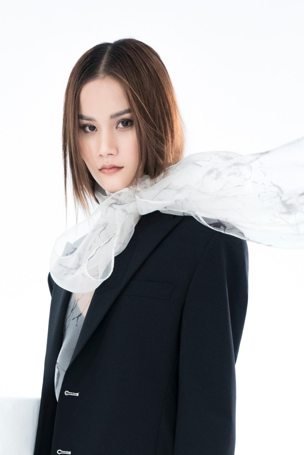 NTK Trần Hùng ra mắt BST tại London Fashion Week, chỉ dùng một người mẫu duy nhất Ảnh 7