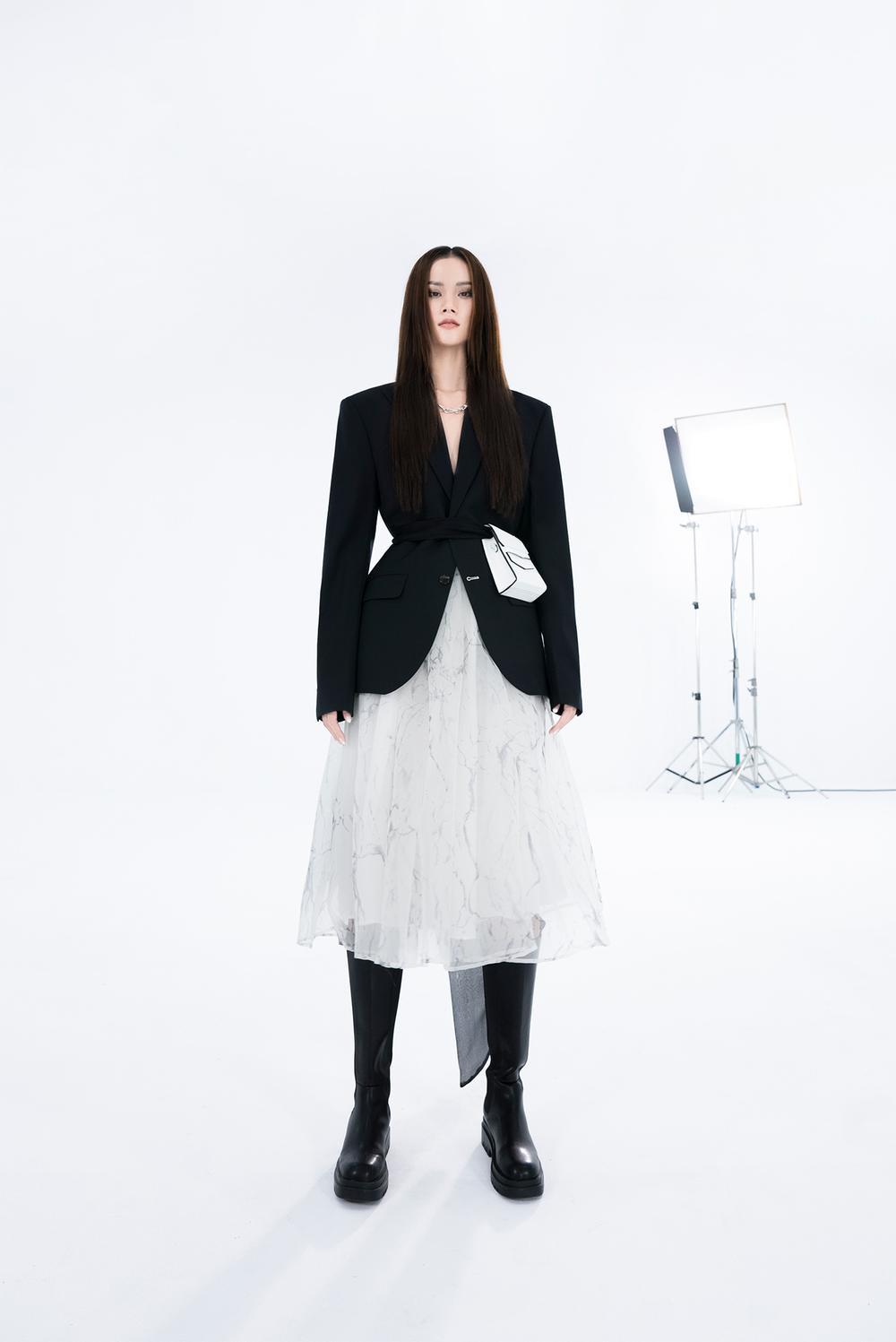 NTK Trần Hùng ra mắt BST tại London Fashion Week, chỉ dùng một người mẫu duy nhất Ảnh 8