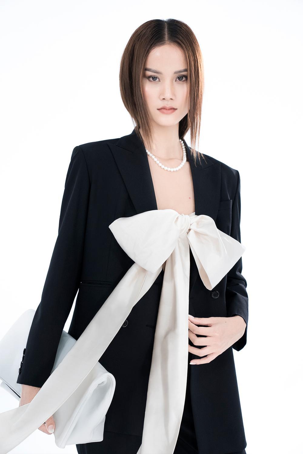 NTK Trần Hùng ra mắt BST tại London Fashion Week, chỉ dùng một người mẫu duy nhất Ảnh 14
