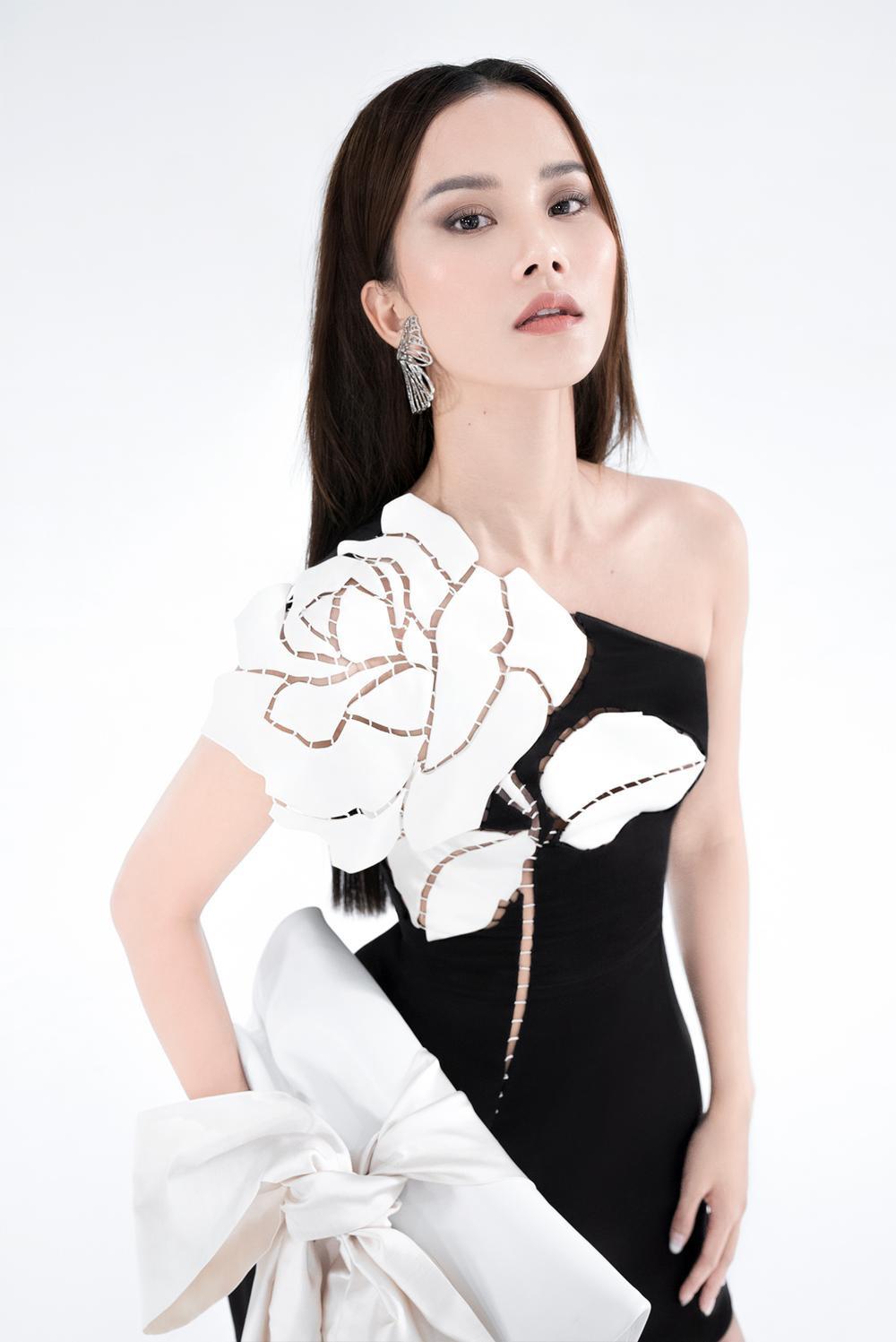 NTK Trần Hùng ra mắt BST tại London Fashion Week, chỉ dùng một người mẫu duy nhất Ảnh 16