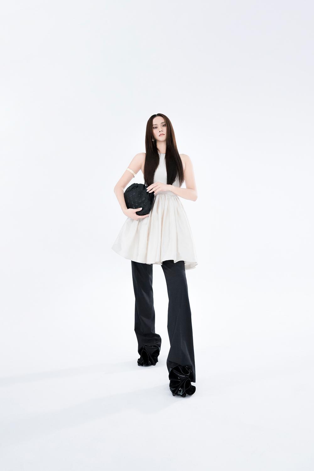 NTK Trần Hùng ra mắt BST tại London Fashion Week, chỉ dùng một người mẫu duy nhất Ảnh 18