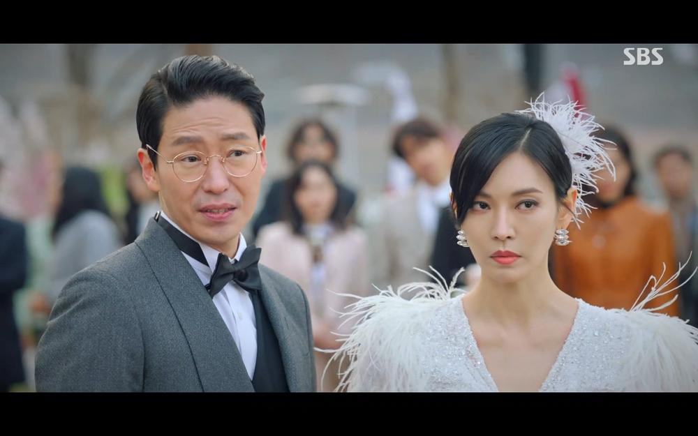 'Penthouse 2' tập 2: 'Cô giáo' Kim So Yeon thất bại ê chề vì hát nhép Eugene Ảnh 8