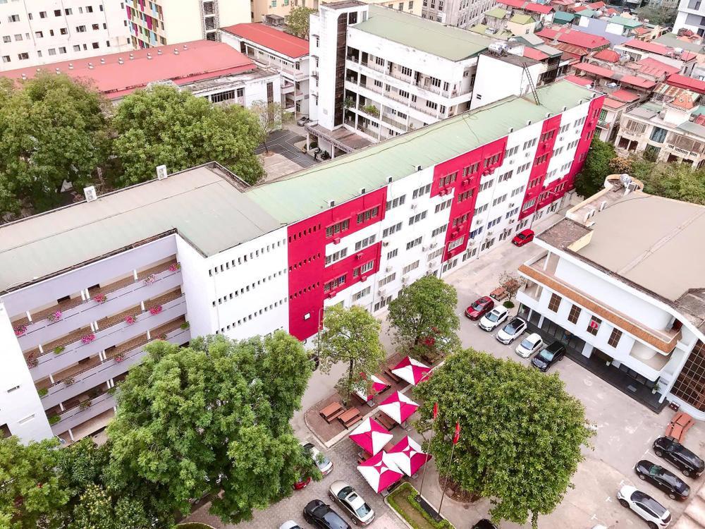 Sang chảnh như 'trường người ta', đầu tư hẳn quán cafe - bar rooftop khiến sinh viên háo hức Ảnh 9