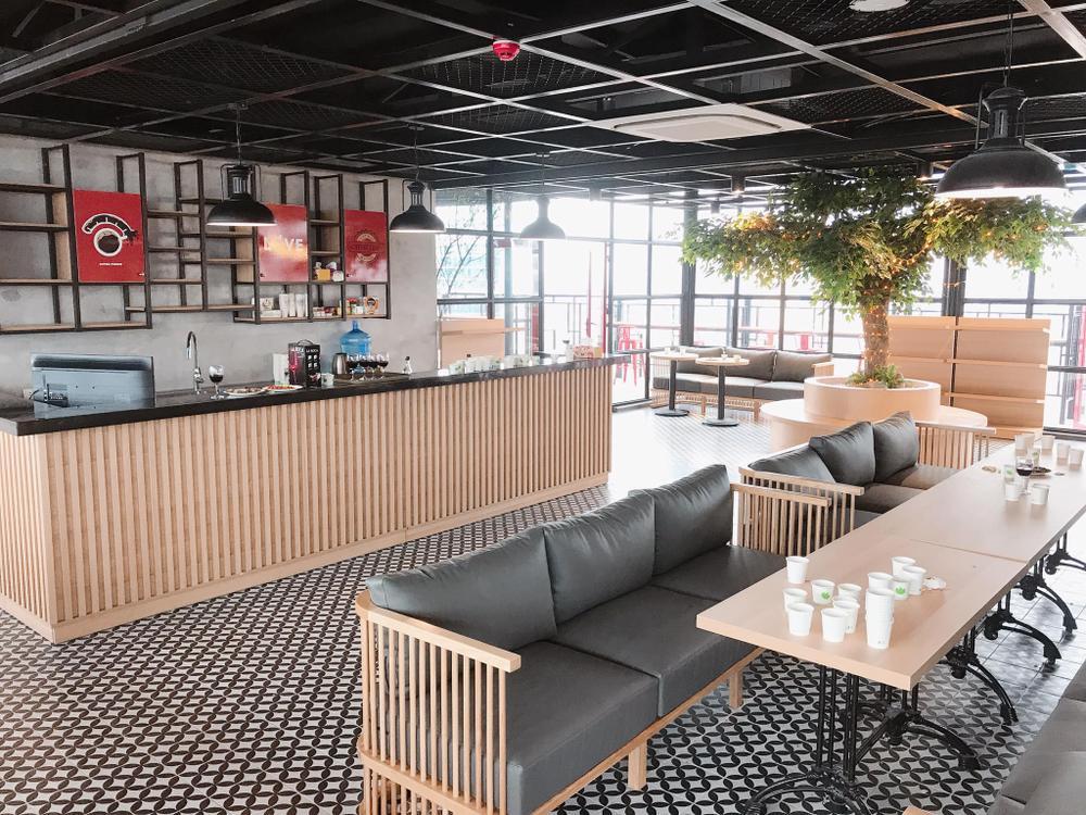 Sang chảnh như 'trường người ta', đầu tư hẳn quán cafe - bar rooftop khiến sinh viên háo hức Ảnh 4
