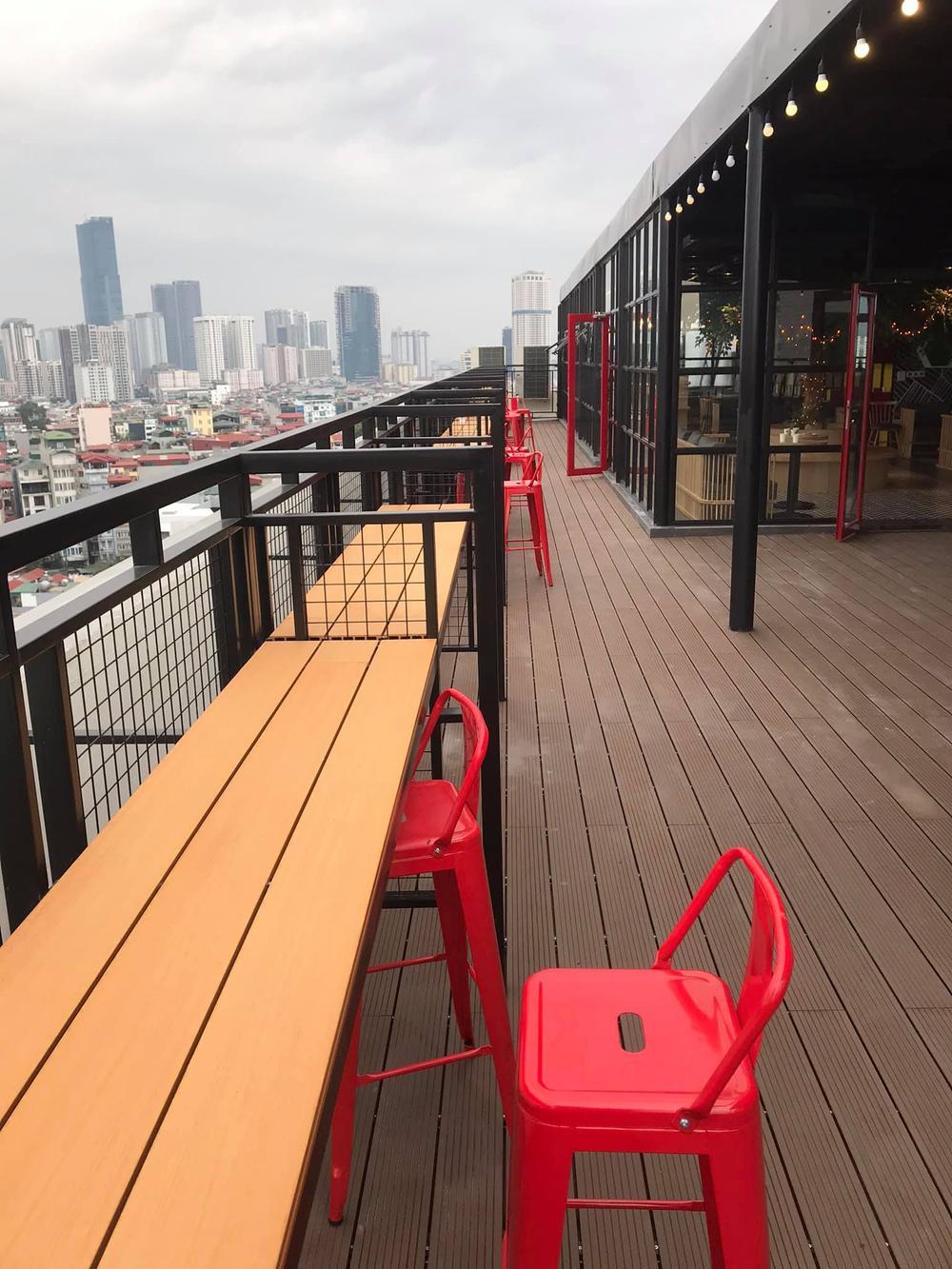 Sang chảnh như 'trường người ta', đầu tư hẳn quán cafe - bar rooftop khiến sinh viên háo hức Ảnh 5