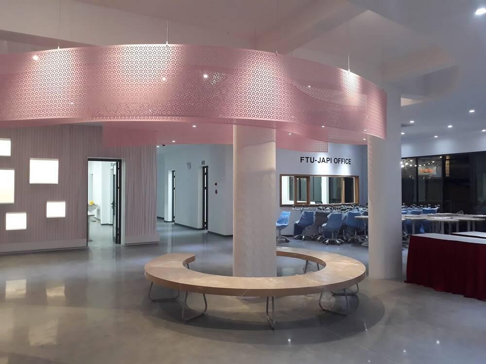 Sang chảnh như 'trường người ta', đầu tư hẳn quán cafe - bar rooftop khiến sinh viên háo hức Ảnh 8
