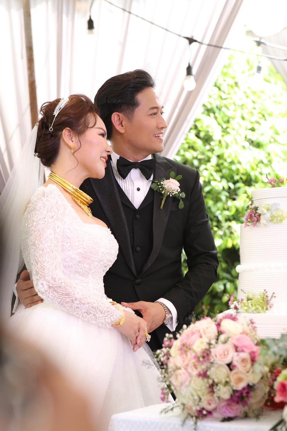 Vợ đại gia của Quý Bình khiến dân tình gật gù khi chia sẻ quan điểm về hạnh phúc Ảnh 1