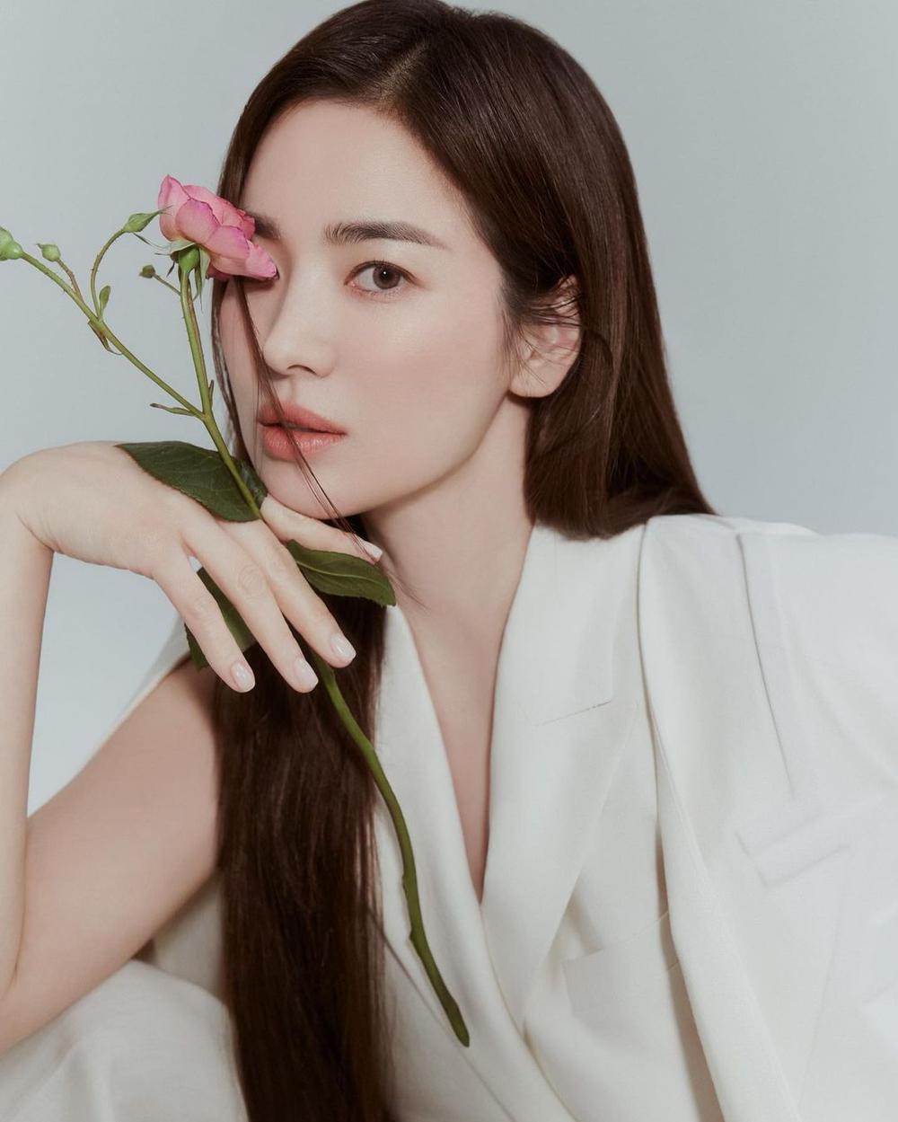 'Vợ chồng' Song Hye Kyo - Song Joong Ki đọ sắc: 'Em không là nàng thơ, anh cũng không là nhạc sĩ mộng mơ' Ảnh 10