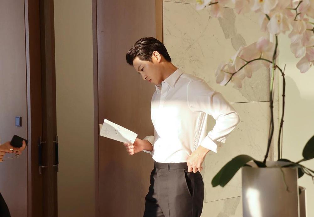 'Vợ chồng' Song Hye Kyo - Song Joong Ki đọ sắc: 'Em không là nàng thơ, anh cũng không là nhạc sĩ mộng mơ' Ảnh 1