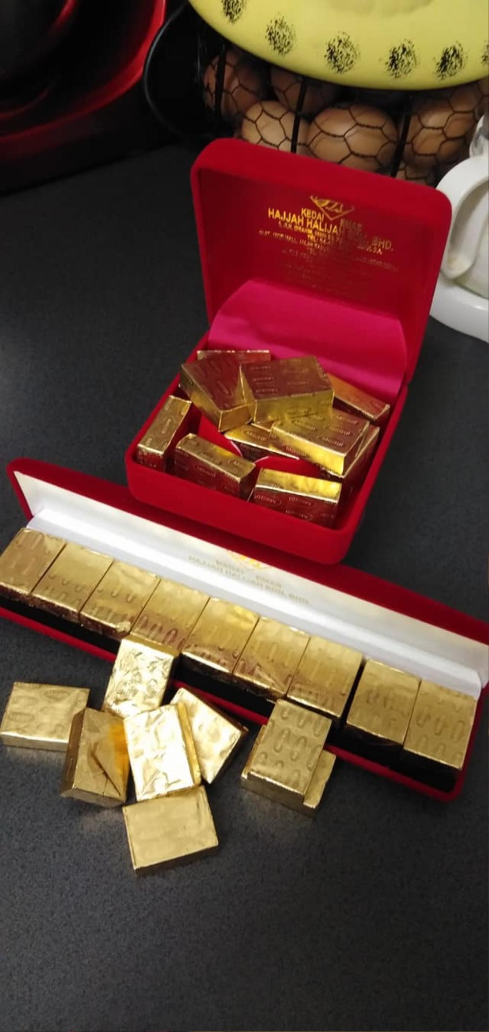 Ngỡ chồng tặng vàng thỏi, vợ háo hức mở quà thì 'méo mặt' khi thấy món này Ảnh 3