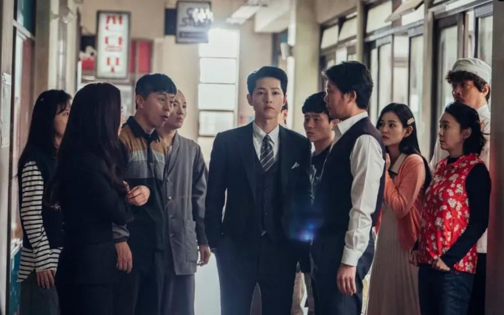 'Vincenzo': Jeon Yeo Bin đã có dấu hiệu 'say nắng' với luật sư mafia Song Jong Ki Ảnh 1