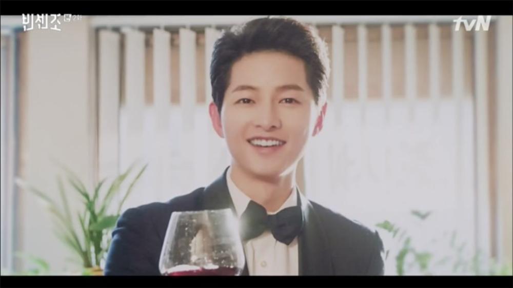 'Vincenzo': Jeon Yeo Bin đã có dấu hiệu 'say nắng' với luật sư mafia Song Jong Ki Ảnh 14