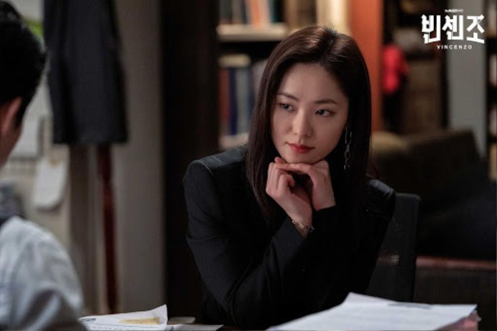 'Vincenzo': Jeon Yeo Bin đã có dấu hiệu 'say nắng' với luật sư mafia Song Jong Ki Ảnh 5