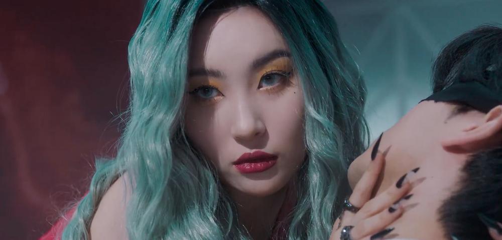 Sunmi chính thức 'lột xác' trở thành nàng miêu nữ quyến rũ trong MV mới Ảnh 12