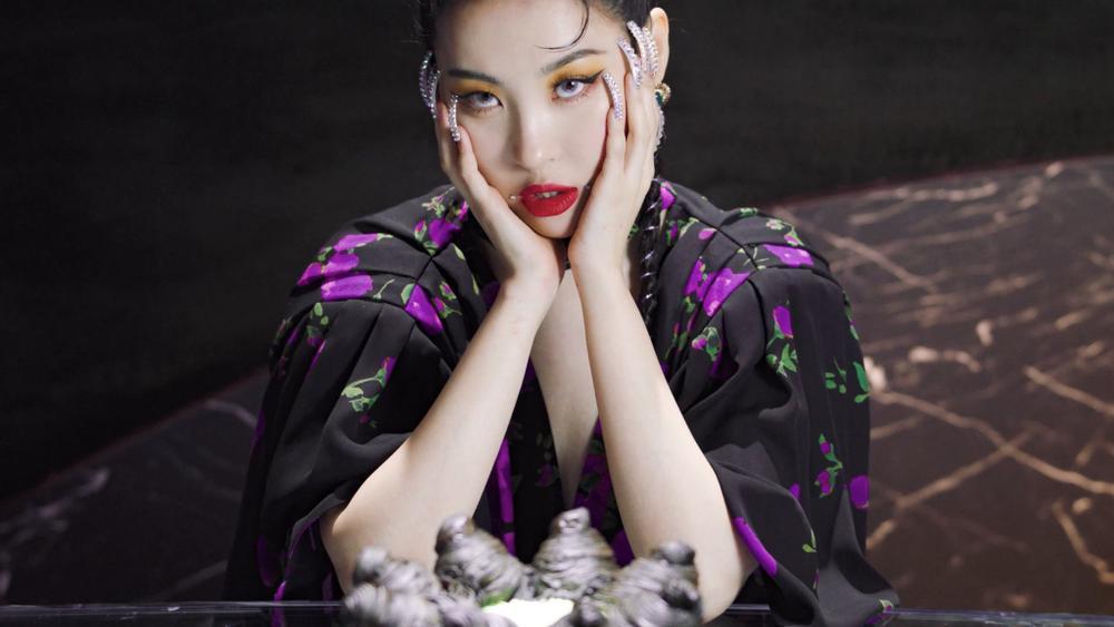 Sunmi chính thức 'lột xác' trở thành nàng miêu nữ quyến rũ trong MV mới Ảnh 13