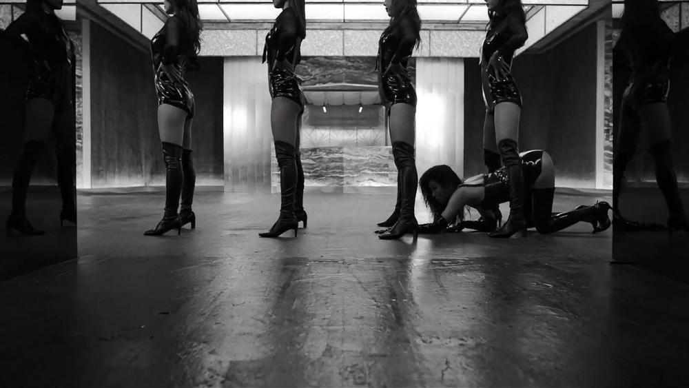 Sunmi chính thức 'lột xác' trở thành nàng miêu nữ quyến rũ trong MV mới Ảnh 10