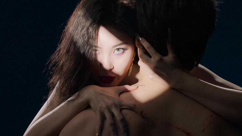 Sunmi chính thức 'lột xác' trở thành nàng miêu nữ quyến rũ trong MV mới Ảnh 15