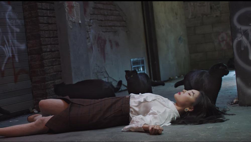 Sunmi chính thức 'lột xác' trở thành nàng miêu nữ quyến rũ trong MV mới Ảnh 16