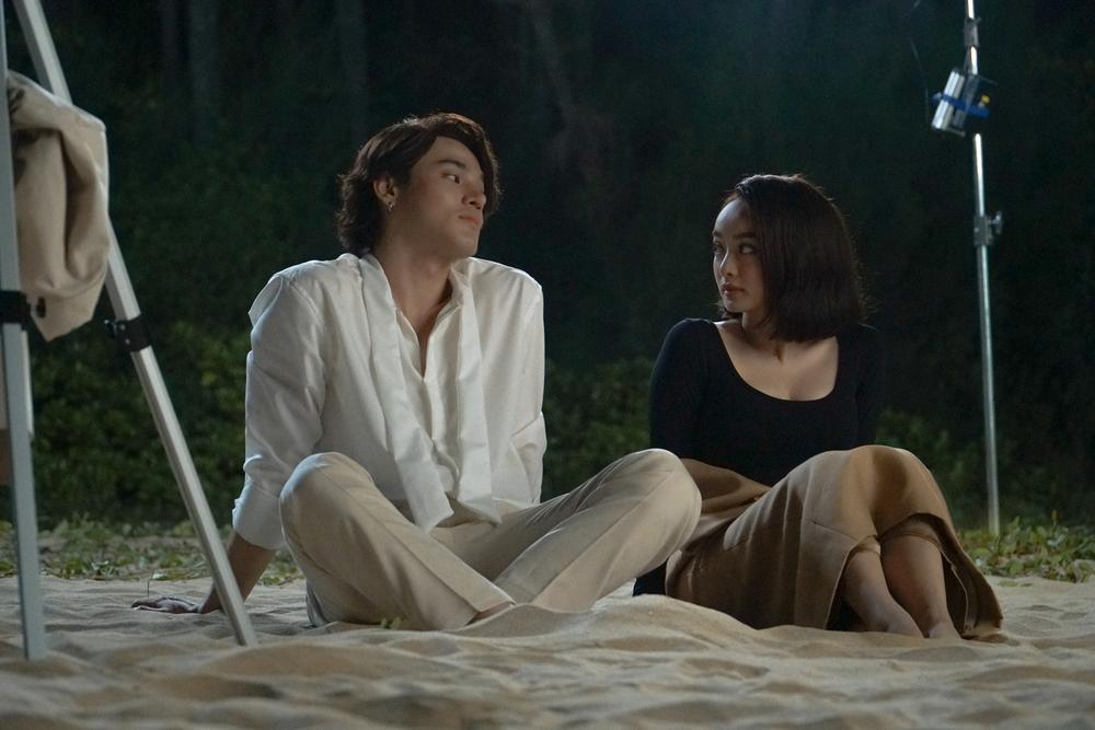 Những cảnh nóng đỏ mặt của Kaity Nguyễn trong 'Gái già lắm chiêu V' Ảnh 23